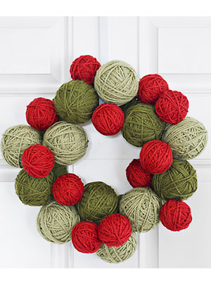 Christmas-decor-dime-yarn-wreath-1210-mdn